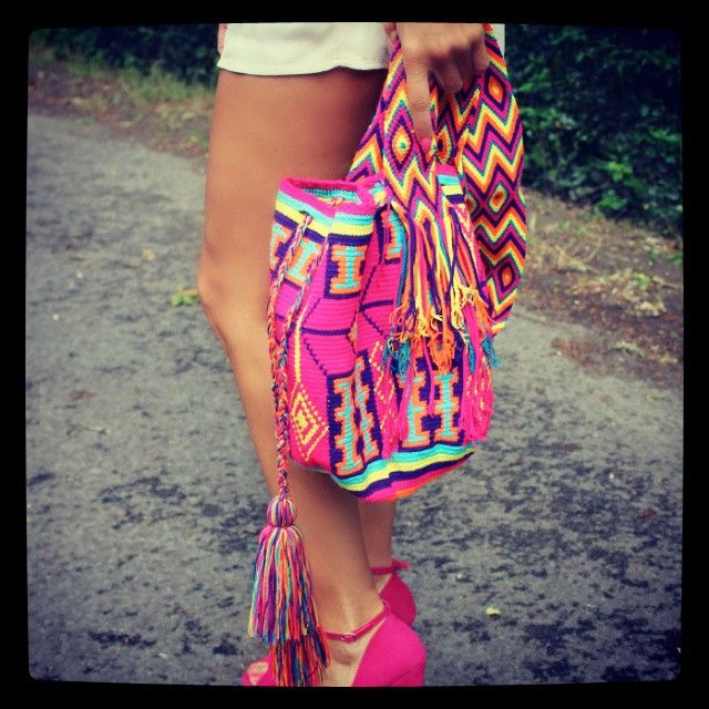 How ahead wore it. #wayuu #mochila Bright pink mochila with bright pink shoes.