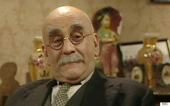 Warren Mitchell Dead: Till Death Us Do Part Actor Dies Aged 89, Cracking Jokes To The Last  Warren Mitchell became a household name in the 1960s as the bigoted cockney patriarch Alf Garnett