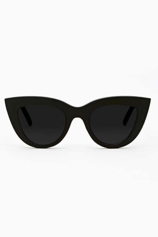 You don't want to be squinting at the sun when trying to watch your fave band, do you? Take some sunnies and not only with you be able to see better, you'll look ultra cool doing it. #sunglasses #festival