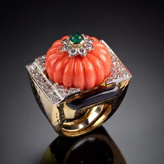 Luxury Ring in gold, platinum, coral, emeralds, and diamonds   DAVID WEBB Jewels