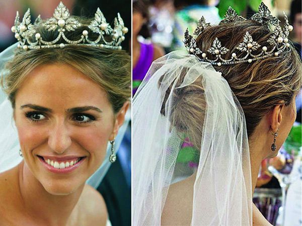 Laura Vecino de Acha married Rafael de Medina y Abascal, 20th Duke of Feria, Grandee of Spain, a descendant of King Ferdinand I of Aragon, in 2010. The tiara was owed by Duchess Medinaceli, grandmother of the groom and made in the 19th century.