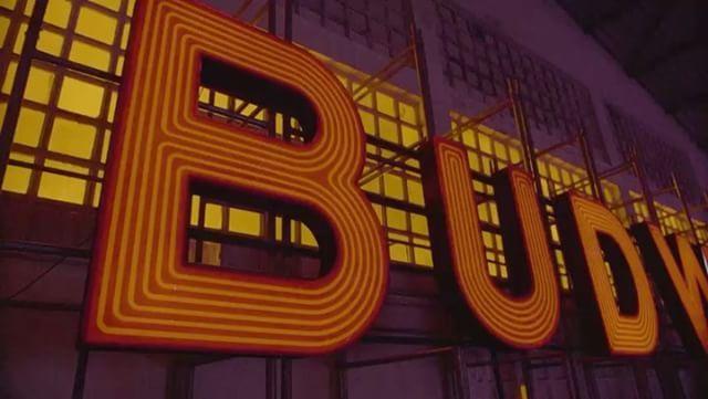 Ótima notícia para as cariocas: o centro do Rio vai receber o #BudBasement a partir de amanhã (1.6). Depois de passar por São Paulo o projeto interativo chega à cidade maravilhosa traduzindo a essência da @budweiser_br em um espaço inspirado em porões musicais da década passada. A estrutura inclui pequenos palcos para shows e DJs além de um estúdio de tatuagem e programação esportiva - as finais da NBA nos dias 1 4 7 e 9 de junho e a grande noite de lutas no UFC no dia 3 de junho. Os…