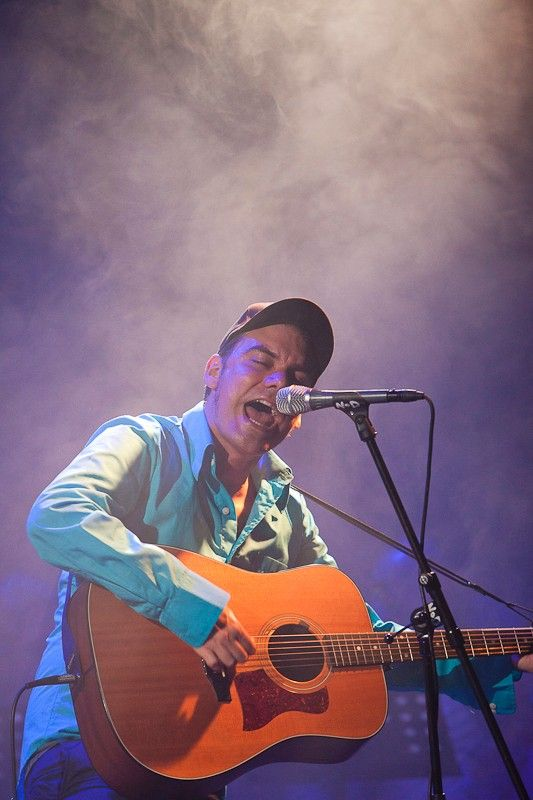 Muzikant James Harries v pražském NoDu pokřtil své nové album Until The Sky Bends Down