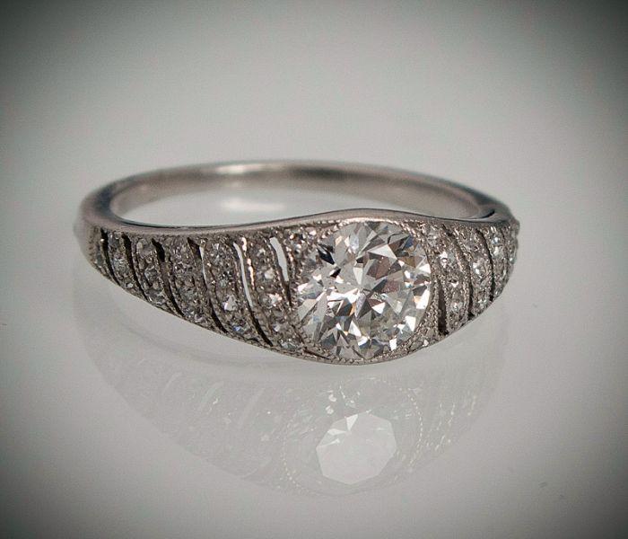 Platynowy pierścionek z brylantem starego szlifu 0,87 ct i diamentami, art deco lata 30-te - Galeria Biżuterii Dawnej Iwona Szlęk