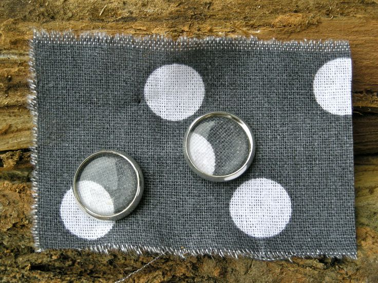 orecchini con scarto di tessuto a pois stud earrings with fabric scrap