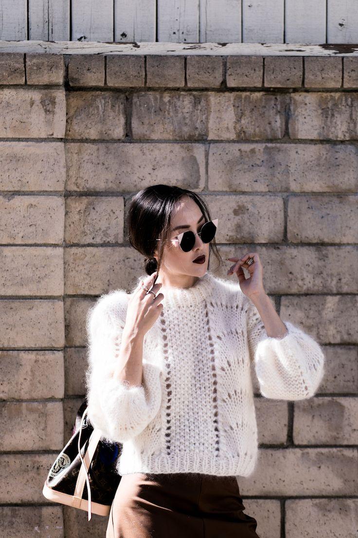 Women's fall fashion | white knit sweater, circle sunglasses | Fall outfit inspiration | #fallfashion #womensstyle #sweaters