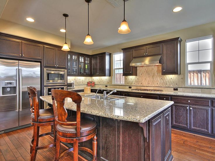 Gourmet kitchen large center island slab granite for Gourmet kitchen islands