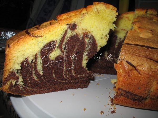 Ingredienti  6 uova  300 gr zucchero  375 gr farina  125 ml olio  1 bustina di lievito  4 cucchiai colmi di cacao amaro  125 ml acqua   Pr...