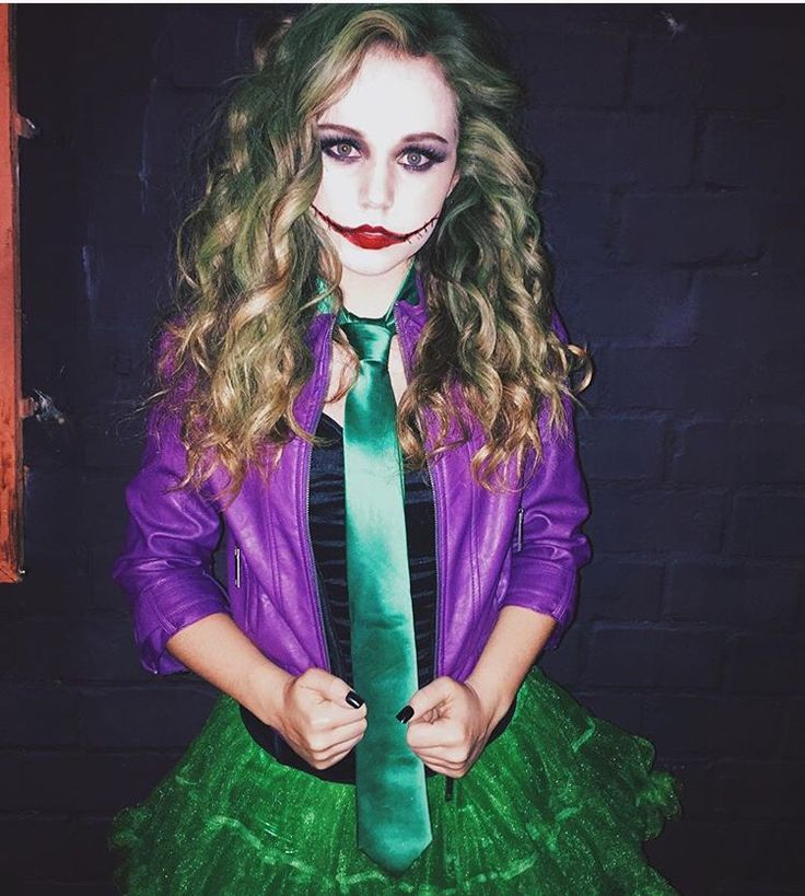 Sexy female joker
