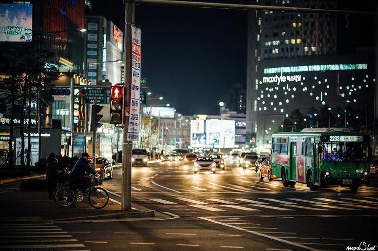 개피로  #서울 #밤거리 #동대문 #디디피 #야간 #Seoul #street #nightlife #ddp #road #photographer #portrait #travel #landscape #streetphotography #canonimagestorming #6d #nationalgeographic #igworldclub #ig_Korea #풍경 #여행 #일상 #인물 #파파라치 #도촬 #스냅 #개인화보 #인물사진 #wonShot by jaewon______