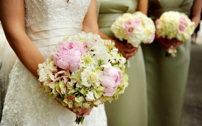 brautstrauss-rosa-pfingstrosen-orchideen-hortensien-brautkleid-jungfern