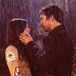 Ezra and Aria<3 id love my first kiss to be in the rain