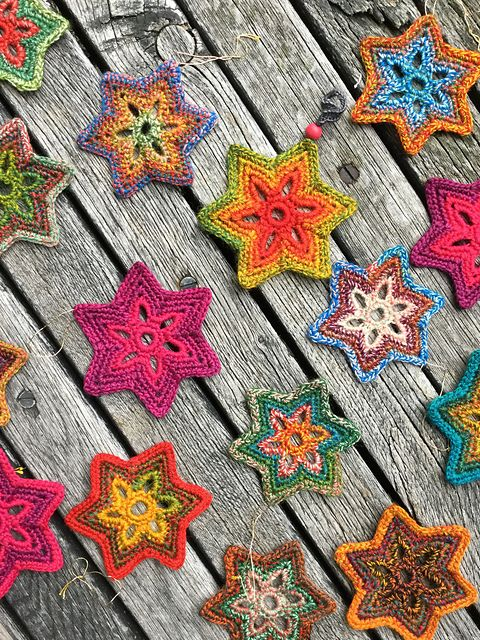This 6 pointed stars are made from single crochet. Use approx. 15 meters dk or sport weight yarn, making a little colour sparkling in the Advent season.