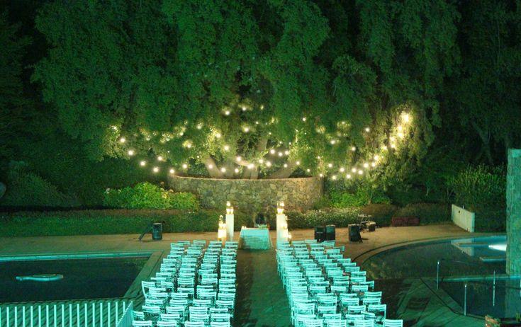 Altar civil en Valle Escondido #weddin #deco #altar #matrimonio #lighting #guirnaldadeampolletas #azahar
