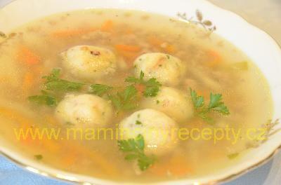 Polévka s bramborovými kuličkami