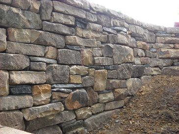 Building a dry stone retaining wall