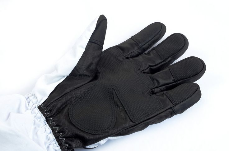 Heated ski gloves - Glovii