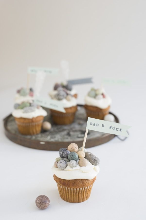 """Dad You Rock"" Father's Day Cupcakes"