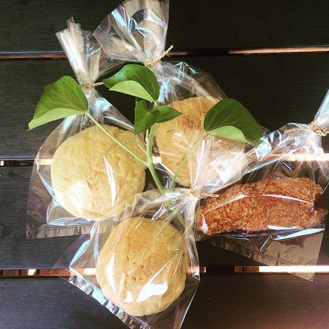 調子に乗って、メロンパン。日本駐在経験があるドイツ人ご夫婦への手土産。Baked melon buns & Wurst buns again for…