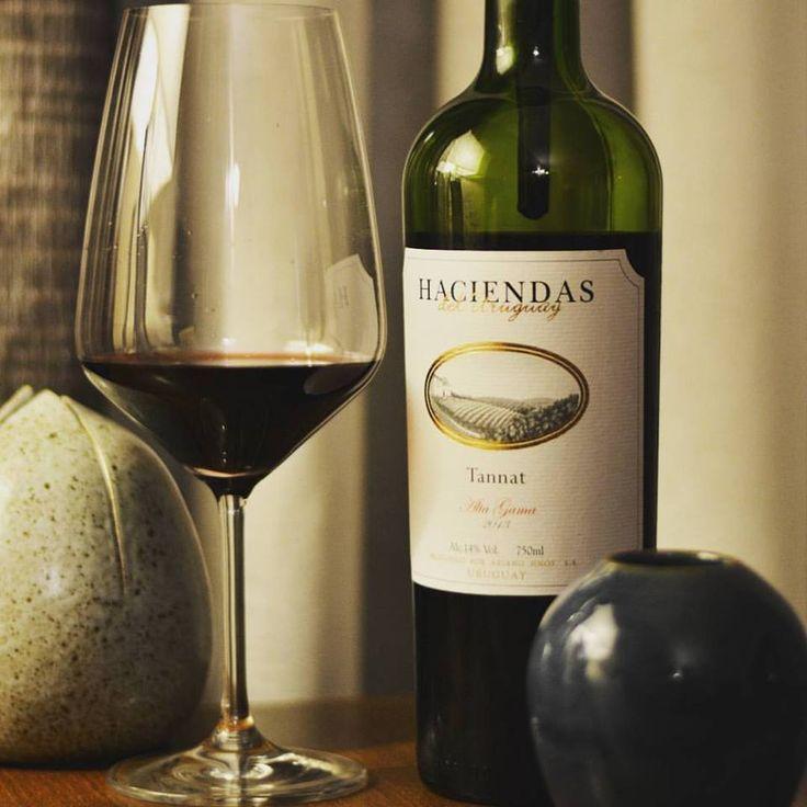 Haciendas del Uruguay Tannat 2013. Um Tannat com ótimo custo benefício. Denso e convidativo na taça. Aromático com uma pegada de especiarias, cravo e fumo. Na boca um Tannat típico. Prepare a carne!   Compre em: 👉 https://vivaovinho.shop/  #vinho #vivaovinhoshop #confraria #instawine #vinhos #vendadevinhos #lojadevinhos #shoppingdevinhos #marketplace #vinhosnainternet #dicasdevinhos #instavinho #fotooficialvov #tannat #uruguai #vinhouruguaio…