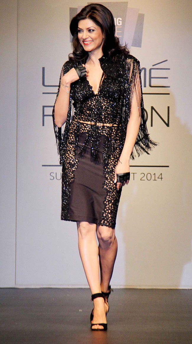 Sushmita Sen walked the ramp on Day 3 of the Lakme Fashion Week 2014