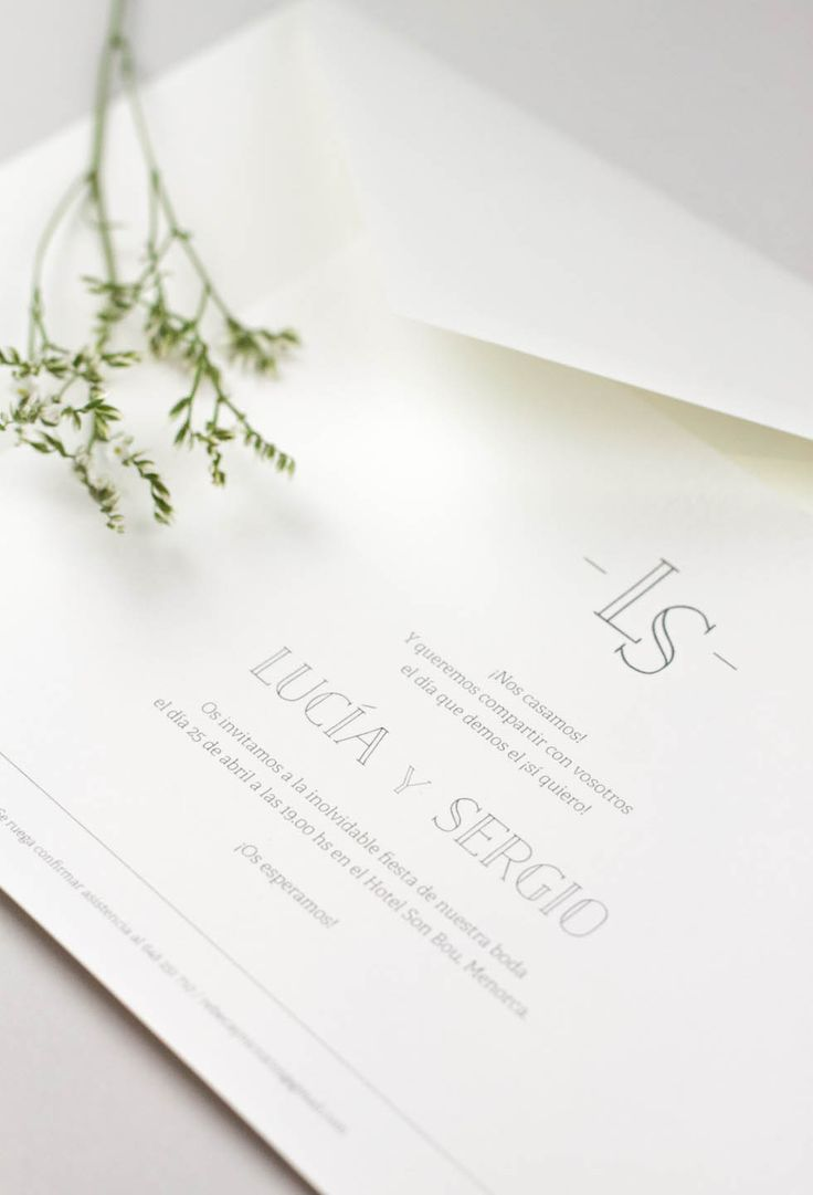 Si sois una pareja clásica pero os gusta el buen diseño, al fin tenemos la colección de invitaciones perfectas para vuestra boda, una combinación infalible entre tipografías actuales y la invitación de boda de toda la vida. Puedes elegir desde la invitación + el sobre o elegir la opción de anagrama en relieve (técnica de impresión)… ¡vosotros decidís! PRECIOS 50 uds. 5,30 € por invitación + 75 uds. 4,15 € por invitación + de 100 uds. 3,61 € por invitación + de 150 uds. 3,00 € por invitaci...