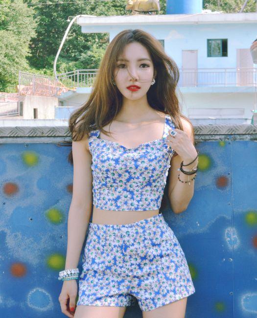 Korean Ulzzang Fashion Name: Sooyeon Lim Instagram: https://www.instagram.com/monosooo/  ...