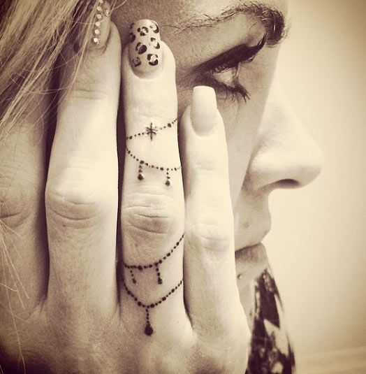 Decorative Chain Finger Tattoo Design, tatuagem delicada no dedo, linda e feminina