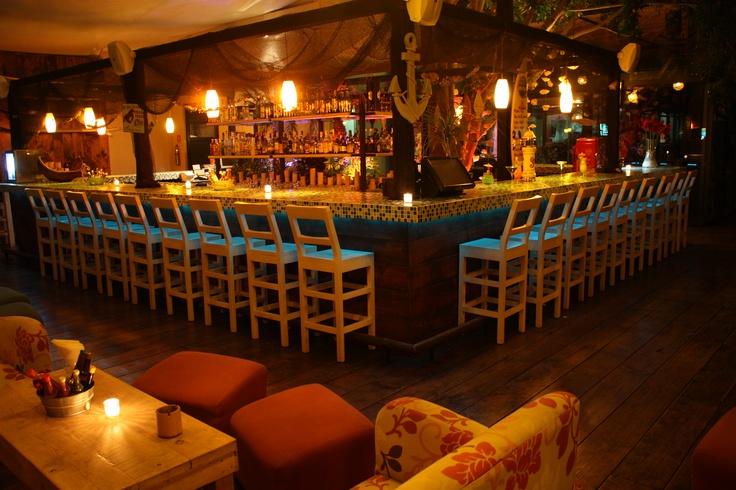 Yellow Fish Oyster & Bar . Querétaro . Mx . 2009 . Básico Arquitectura