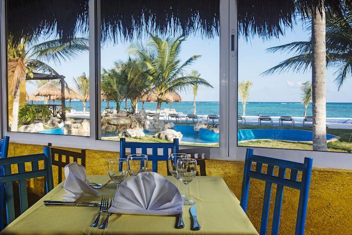"""PAVOREAL BEACH RESORT MESSICO E' il luogo ideale per vivere a contatto con la natura.  BENVENUTI AL PAVOREAL BEACH RESORT Il """"Pavo Real Beach Resort """" è situato in uno splendido tratto della Riviera Maya, a soli 6 km dal meraviglioso sito archeologico di Tulum, immerso nella tipica vegetazione lussureggiante del Tropico. Non sarà raro incontrare le nostre amiche iguane, immobili a prendere il sole lungo i vialetti del Resort. #PRENOTA LA TUA #VACANZA o RICHIEDI INFORMAZIONI #HELEVIRTURISMO…"""