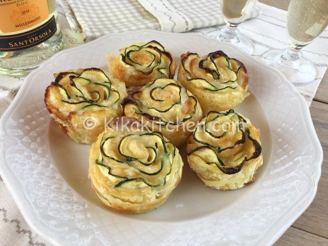 Rose di pasta sfoglia con zucchine e formaggio
