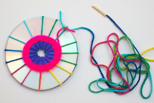 how to make woven cd dream catchers- fun cd weaving project to do with kids
