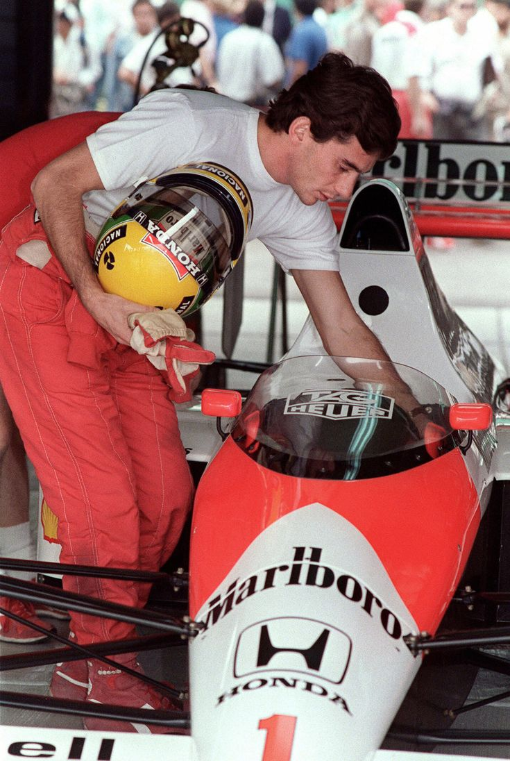 Ayrton Senna da Silva (BRA) (Honda Marlboro McLaren), McLaren MP4/5 - Honda RA109-E, 3,490 cc (213.0 cu in), 72° V10, NA, mid-engine, longitudinally mounted, 1989.
