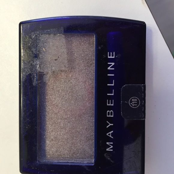 Nwt Set of eye shadow maybelline taupe eyeshadows 2 eyeshadow, both shimmery taupe color brand new by maybelline Makeup Eyeshadow
