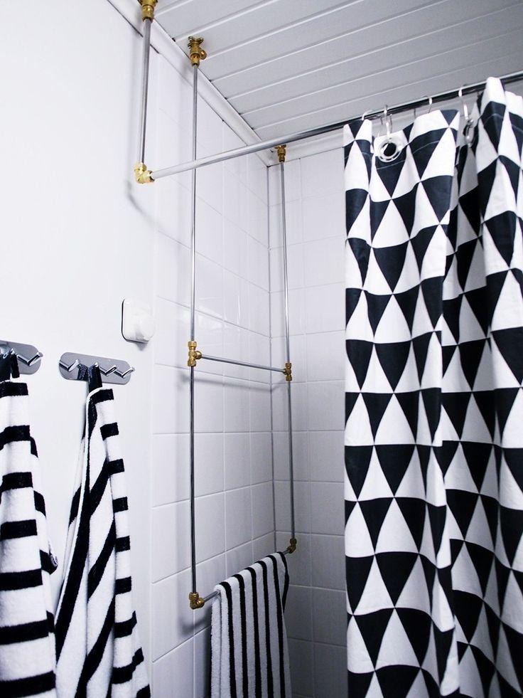 White Trash Disease -blogin Nata rakensi hienon pyyhkeiden kuivatustelineen putkesta ja muttereista. Loistava idea! #kylpyhuone #diy