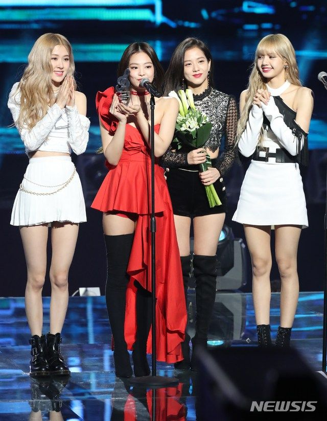 Group Photo Blackpink At Gaon Chart Music Awards 2019 Blackpink Fashion Black Pink Kpop Black Pink