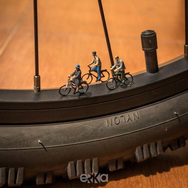 Cyclists . Ig: @erka.pix
