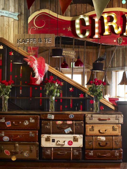LOVE this circus set up! So vintage and elegant!