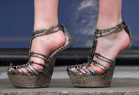WoAh  Google Image Result for http://www.shoecapital.com/images/blogs/antonio-berard-san-heelless-shoes.jpgAntonioberardi, Design Shoes, Funny Shoes, Funky Shoes, Shoes Design, Antonio Berardi, Funky Fashion, Platform Shoes, High Heels