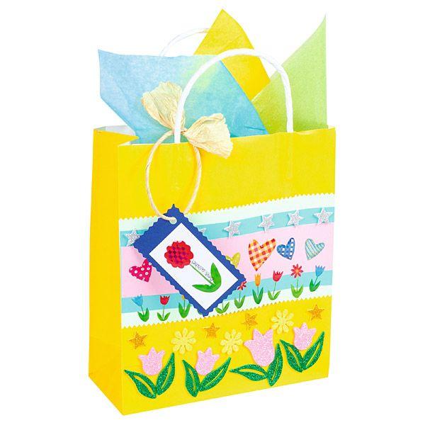 Własnoręcznie ozdobiona torebka na prezent. http://www.mojebambino.pl/naklejki/521-naklejki-wiosenne.html