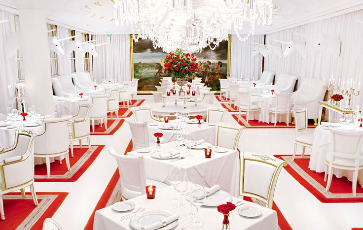 Enjoy a meal worth remembering in one of Argentina's most spectacular settings. Designed by Philippe Starck, El Bistro's pure white décor and ultramodern design set it apart, while the food, a mix of European and Argentinian influences, turns an evening at the restaurant into a special event.