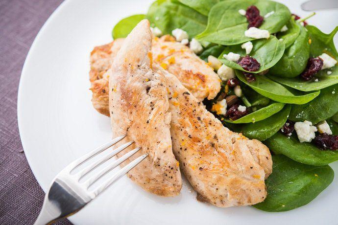 alimentos bajos en hidratos de carbono.-Los alimentos bajos en hidratos de carbono son, en general, verduras, productos lácteos generales como queso o yogur, carne, pescado y huevos. Estos alimentos suelen ser utilizados mucho en las dietas para adelgazar.