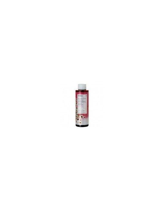 KORRES INTIMATE AREA CLEANSER 250ML  Απαλό υγρό καθαρισμού για την ευαίσθητη περιοχή που εξισορροπεί το pH ιδανικό για καθημερινή χρήση.Το βιολογικό εκχύλισμα χαμομηλιού καταπραϋνει από τους ερεθισμούς ενώ το γαλακτικό οξύ και τα προβιοτικά συμβάλλουν στη ρύθμιση του pH και έτσι στην ισορροπία της φυσικής χλωρίδας .Η αλόη προσφέρει αίσθηση φρεσκάδας που διαρκεί όλη μέρα