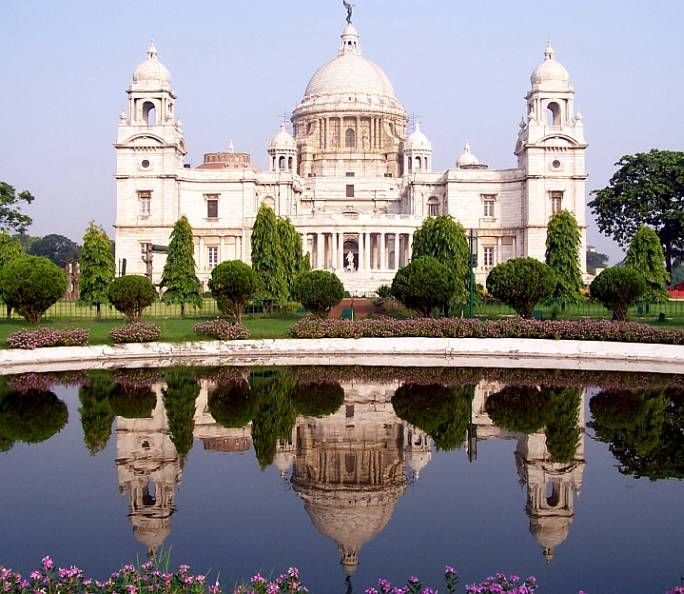 Victoria Memorial Hall, Kolkata [formerly Calcutta). Sir William Emerson (1843-1924), with input from the supervising architect, Vincent Jerome Esch (1876-1950). 1903-1921. Indian marble from the Makrana quarries, as used in building the Taj Mahal. Queen's Way, Kolkata.
