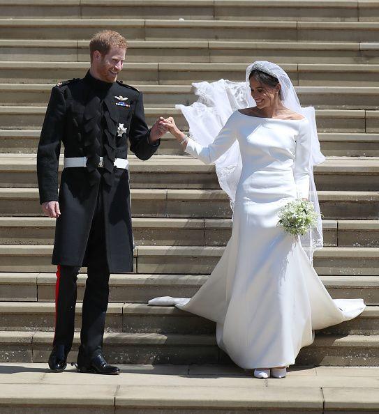 Crowds At Windsor Castle Before The Wedding Of Prince Harry To Meghan Meghan Markle Konigliche Hochzeit Hochzeitskleid