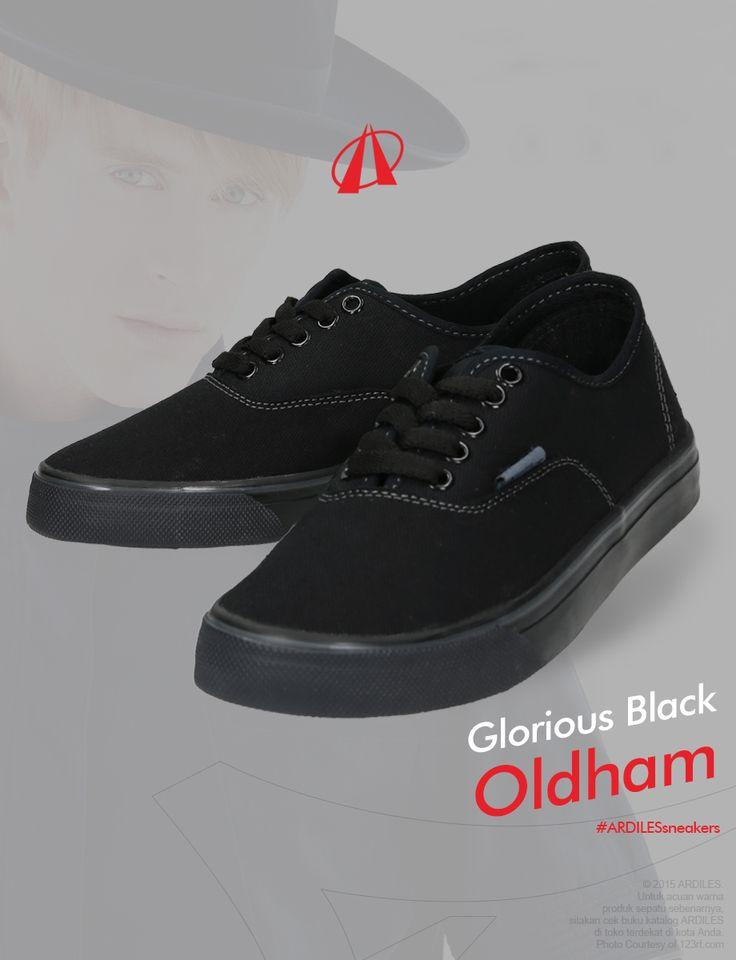 Orang-orang yang menyukai warna hitam biasanya memiliki style sendiri. Mereka tidak peduli dengan apa yang orang lain katakan dan yakin dengan gaya mereka sendiri. Sebagai contoh, style gothic yang dominan hitam menunjukkan ke-anti-mainstream-an penyuka hitam. Demikian juga dengan trend emo yang sempat marak beberapa tahun lalu. Tertarik dengan warna satu ini? Ardiles Sneakers Lovers bisa mendapatkan koleksi sneakers berwarna hitam di Ardilessneakers.com.