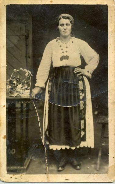 Voislova - Romanian folk costume