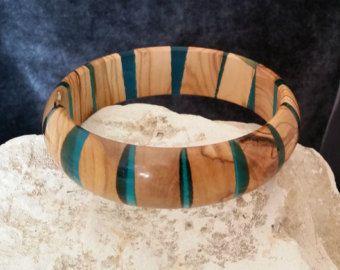 holz armreif birkensperrholz und blauen epoxid harz armreif klobige armreif inspiriert von. Black Bedroom Furniture Sets. Home Design Ideas
