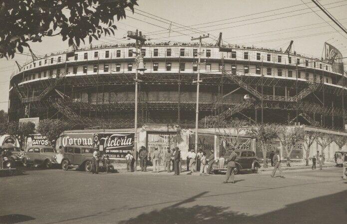 Plaza de Toros de la Condes Inagurado el 22 de septiembre de 1907 durante el Porfiriato en las tierras de la antigua Hacienda de la Condesa. Este se localizaba en las calles de Colima, Durango, Salamanca y Valladolid y tenia una imponente capacidad de 25,000 personas. Su estructura fue hecha íntegramente de hierro y acero y se dotó de un redondel de 45 metros de diámetro. El Toreo funcionó hasta su última corrida el 19 de mayo de 1946, ya que la nueva Plaza México había sido estrenada. El…