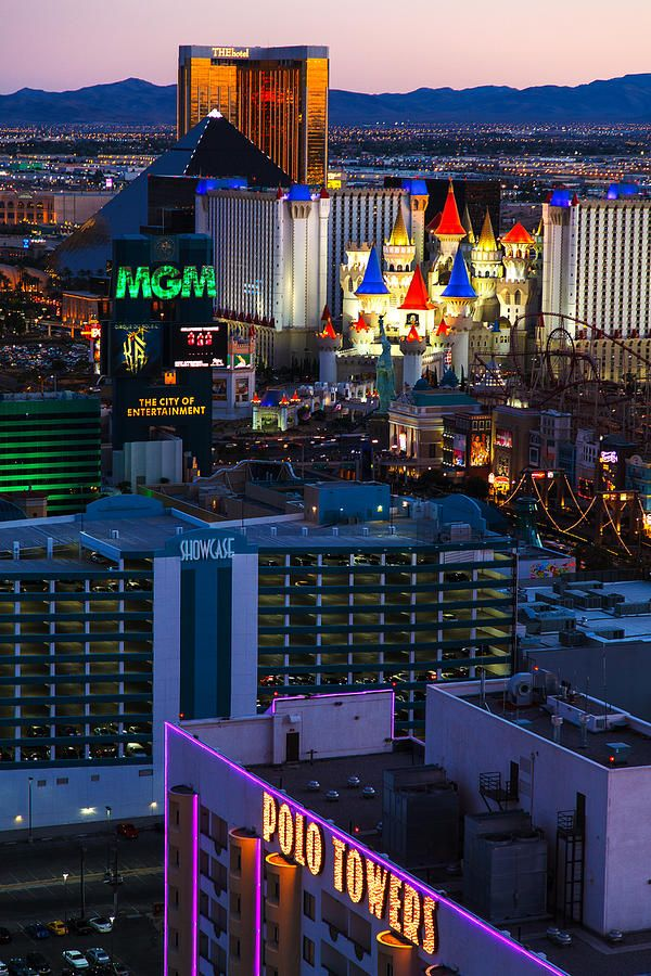 Great view - The Hotel, Luxor, Ex Calibur, and MGM Grand hotelson the strip in Las Vegas